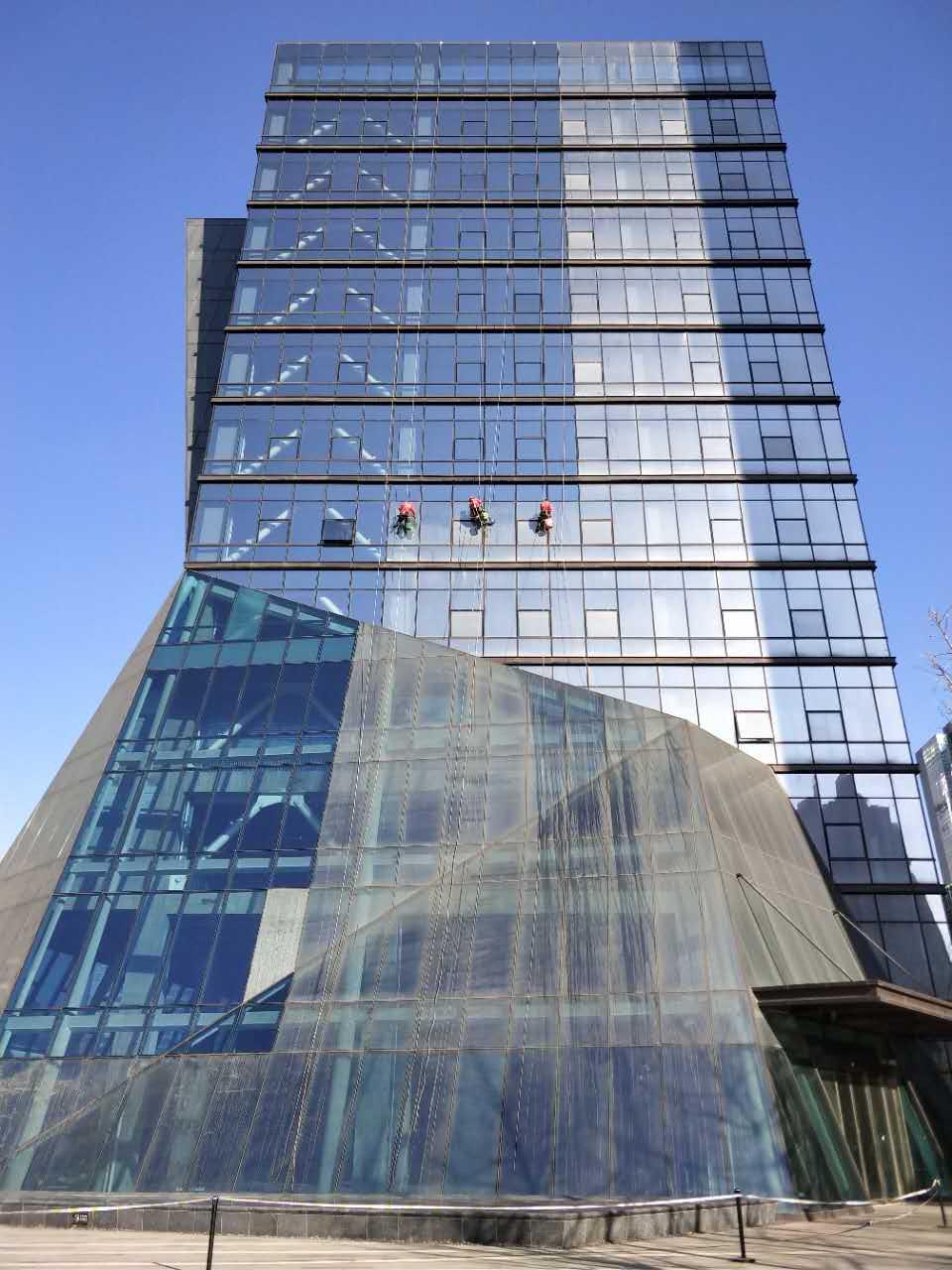鄭州海馬玻璃幕墻清洗