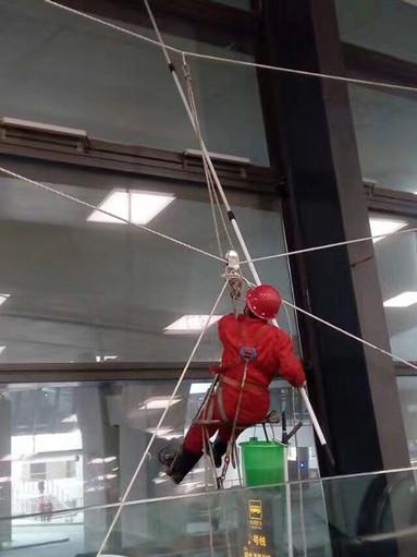 高空玻璃幕外墻清洗